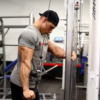 【筋トレ】上腕三頭筋長頭のテンションを高め、それを維持しながら行うケーブル・エクステンション